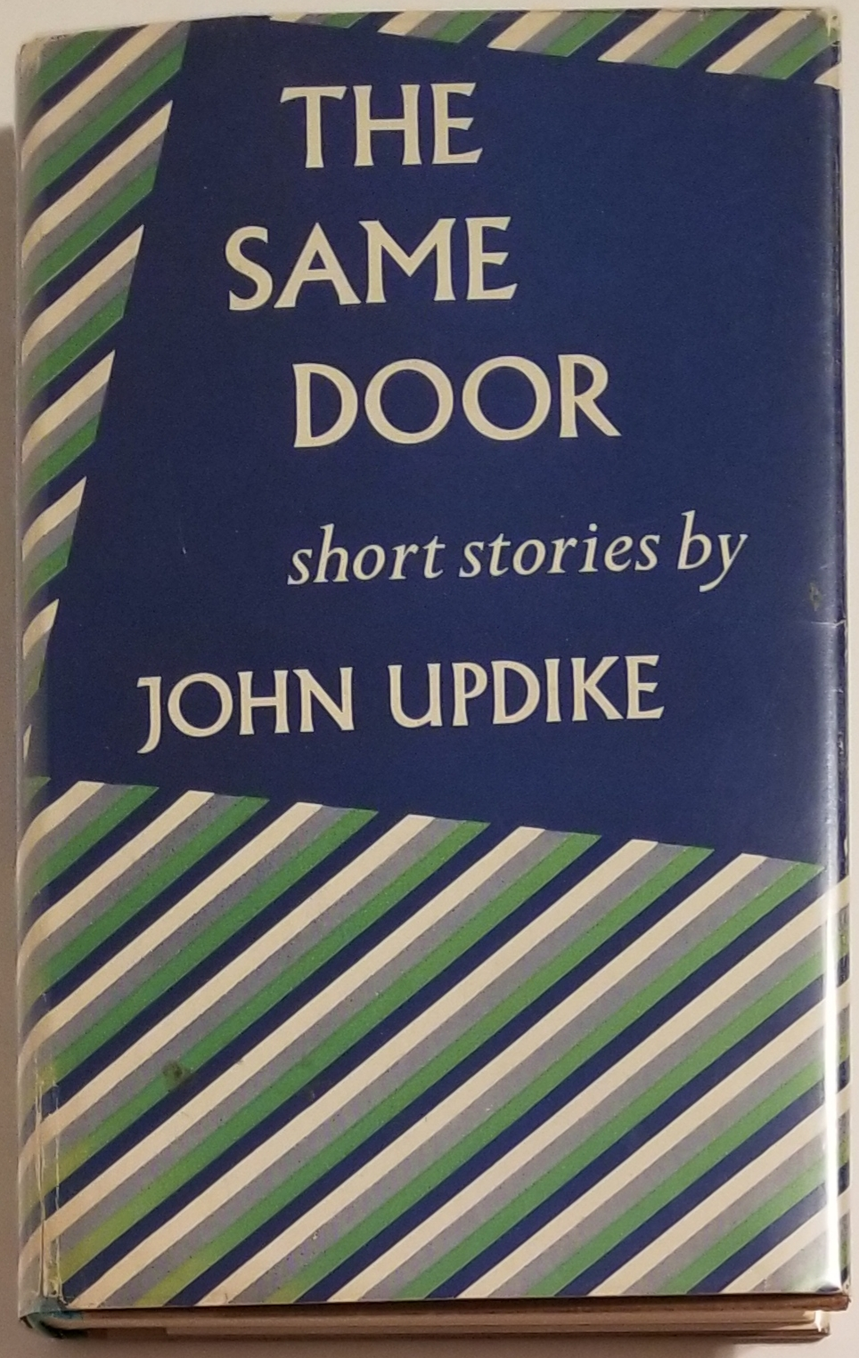 THE SAME DOOR. John Updike.