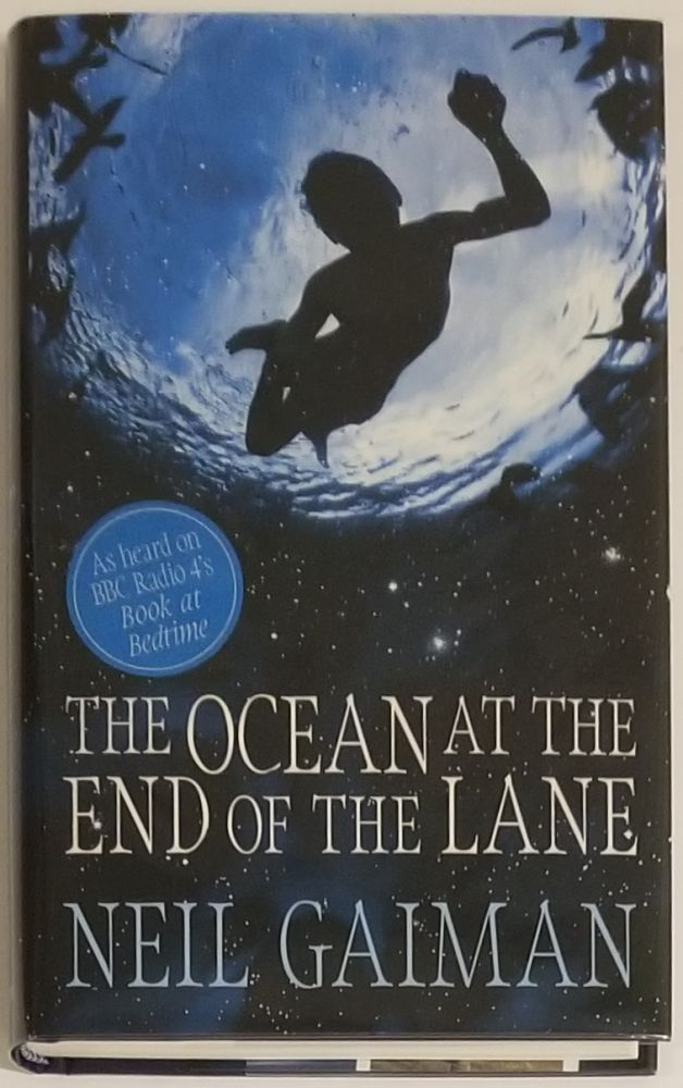THE OCEAN AT THE END OF THE LANE. Neil Gaiman